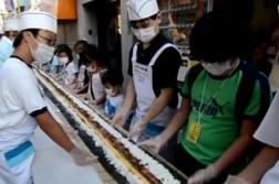 Un futo-maki géant de 120 mètres de long dans les rues de Tokyo