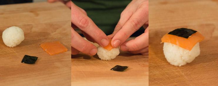 Image montrant comment déposer sur la sushi ball la tranche de saumon et la feuille de nori