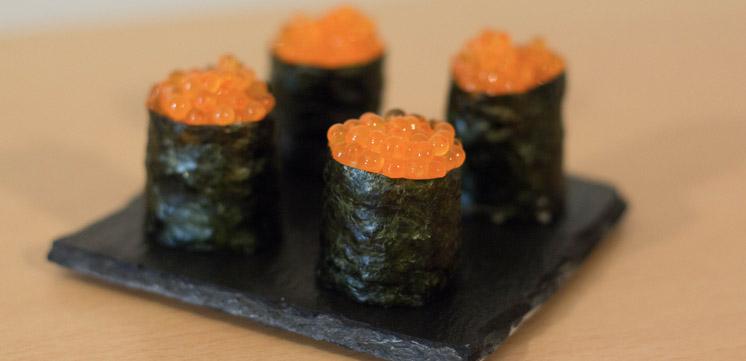 Photo du maki sushi aux oeufs de truite