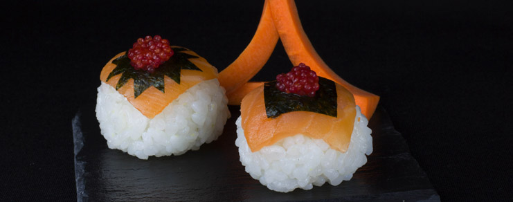 Photo des sushi ball finies effet packshot