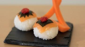 Sushi ball au saumon fumé et aux oeufs de lompe rouges