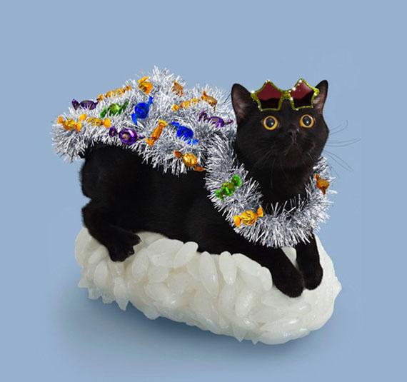 Un sushi cat avec une guirlande de noël
